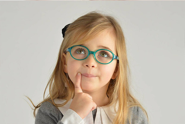 Óculos de grau para crianças: saiba como escolher o modelo certo.